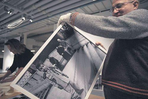22.11. katsottiin syyrialaisen valokuvaajan Issa Touman kuvia ja dokumenttielokuva sekä keskusteltiin ja musisoitiin.