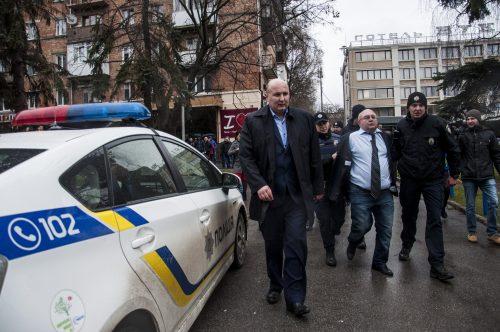 Länsi-Ukrainan etnisistä vähemmistöistä kiinnostunut politiikantutkija salaisen palvelun kuulusteluihin