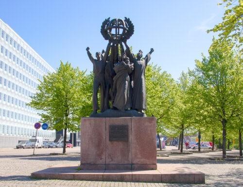 Patsasdiplomatiaa ja monumentaalista maailmanrauhaa